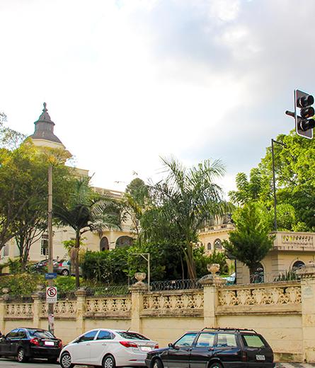 Vista da rua prédio histórico no Ipiranga