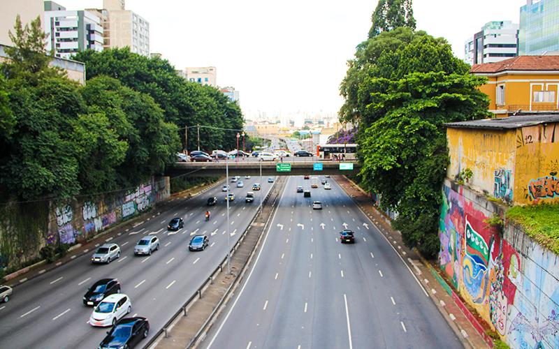 Vista do viaduto no bairro da Liberdade